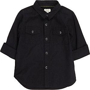Schwarzes Oxford-Hemd im Military-Look