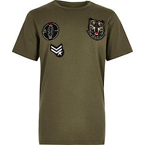 T-shirt avec écussons vert kaki pour garçon