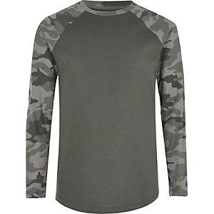 T-shirt gris et kaki à manches raglan camouflage pour garçon