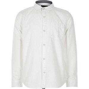 Weißes, legeres Oxford-Hemd