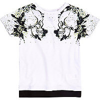 Mini boys white skull shoulder print T-shirt