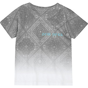 Weißes T-Shirt mit Paisleymuster