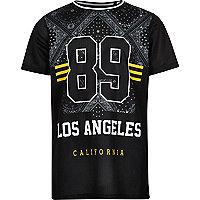 Jungen – Schwarzes T-Shirt aus Netzstoff mit Bandana-Print