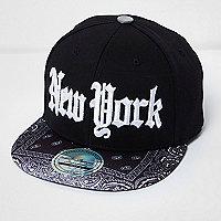"Schwarze Kappe mit ""New York""-Print"
