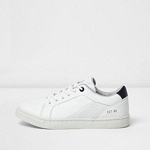 Weiße Sneaker im Leder-Look