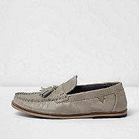 Graue Loafer aus Leder mit Quasten