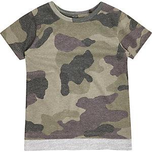 T-shirt imprimé camouflage kaki à ourlet contrastant