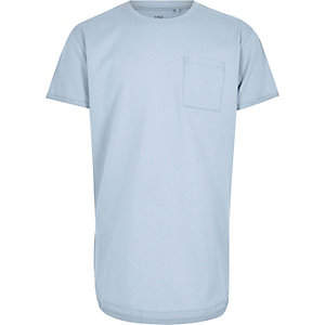 Blassblaues T-Shirt mit abgerundetem Saum