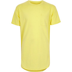 Gelbes T-Shirt mit abgerundetem Saum