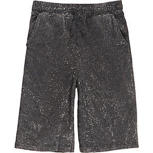 Dunkelgraue Shorts in Acid-Waschung