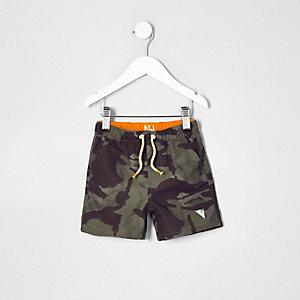 Mini - Kakigroene zwemshort met camouflageprint voor jongens