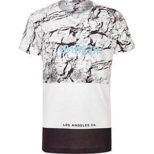 Weißes T-Shirt in Blockfarben