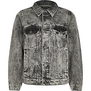 Graue Jeansjacke mit Totenkopfstickerei