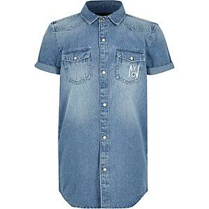 Blaues, kurzärmliges Jeans-Hemd