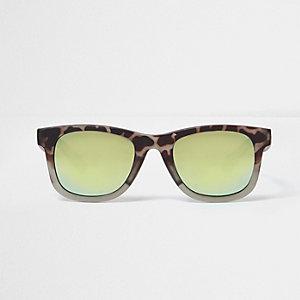 Retro-Sonnenbrille mit blauen Gläsern