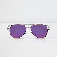 Goldene Pilotensonnenbrille mit violetten Gläsern