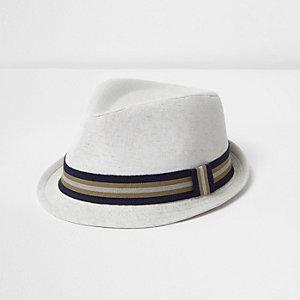 Chapeau trilby à ruban grège pour mini garçon