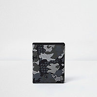 Geldbörse in Khaki mit Camouflage-Muster