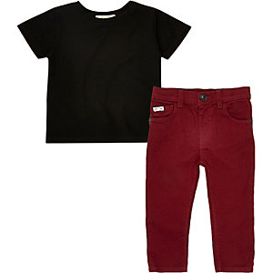 Ensemble pantalon rouge et t-shirt noir mini garçon