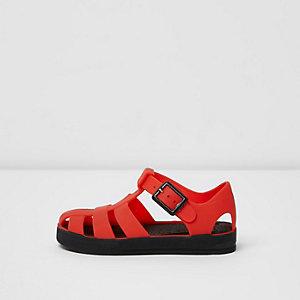 Sandales en plastique rouges à semelle contrastantes pour mini garçon