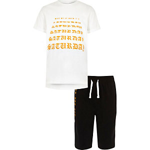 Witte pyjamaset met 'wake me on a Saturday'-print voor jongens