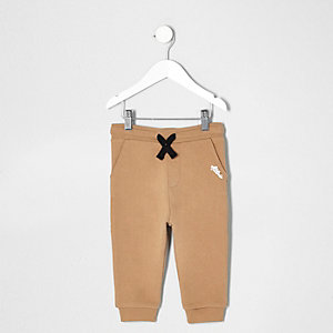 Mini boys brown contrast print joggers