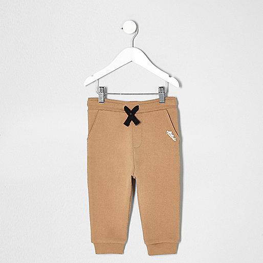 Mini boys brown contrast print joggers