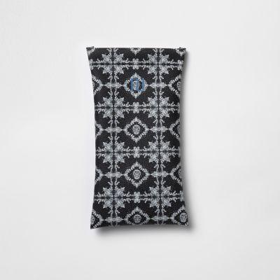Zwart zonnebriletui met bandanaprint voor jongens