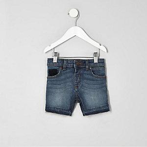 Blaue, authentische Jeansshorts