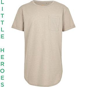 Kiezelkleurig T-shirt met ronde zoom voor jongens