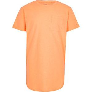 Oranges T-Shirt mit abgerundetem Saum