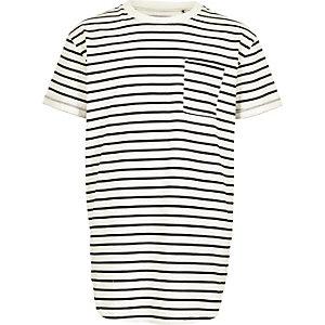 T-shirt rayé blanc à ourlet arrondi pour garçon