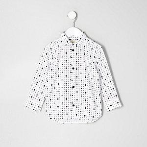Weißes Hemd mit Totenkopfmotiv