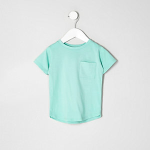 Grünes T-Shirt mit abgerundetem Saum