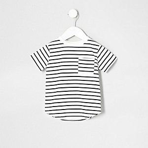 Marineblaues T-Shirt mit Tasche