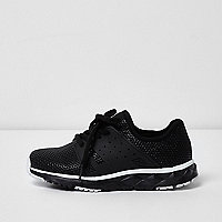 Boys black runner sneakers