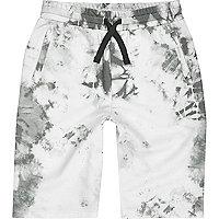 Weiße Batik-Shorts