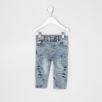 Chester Mini Blauwe gescheurde smaltoelopende jeans voor jongens