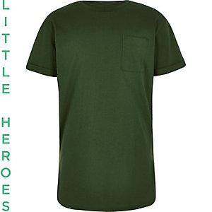 Waldgrünes T-Shirt mit abgerundetem Saum