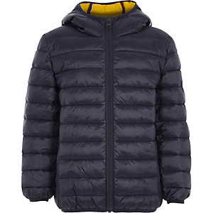 Marineblauwe gewatteerde jas voor jongens