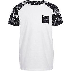 Wit T-shirt met zwarte print en raglanmouwen voor jongens