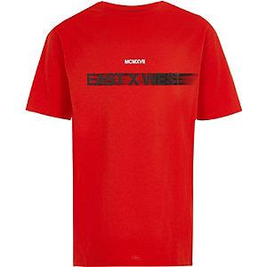 Rood 'east x west' T-shirt voor jongens
