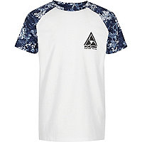 Blaues, geblümtes T-Shirt mit Raglanärmeln