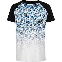 Boys blue geo fade raglan sleeve T-shirt