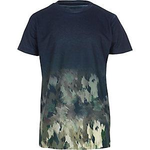 Marineblauw T-shirt met camouflageprint en kleurverloop voor jongens