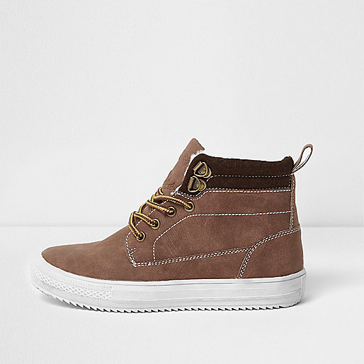Boys brown ankle cleated sole boots