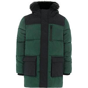 Groene gewatteerde jas met kleurblokken en capuchon voor jongens