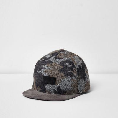 River Island Casquette camouflage grise brossé à visière plate pour garçon