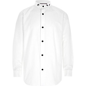 Boys white long sleeve bug collar shirt