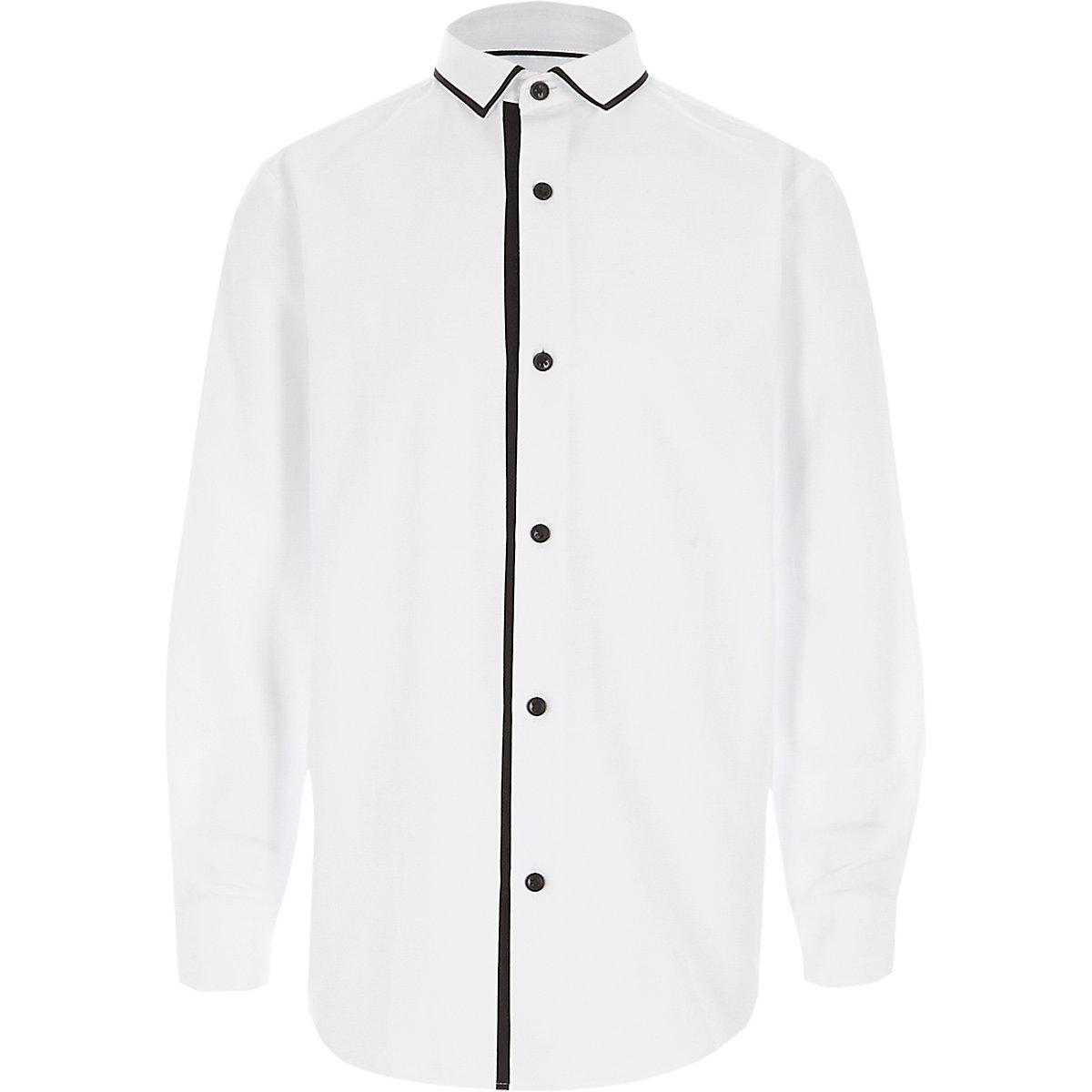 Chemise blanche à liseré sur le col et manches longues pour garçon